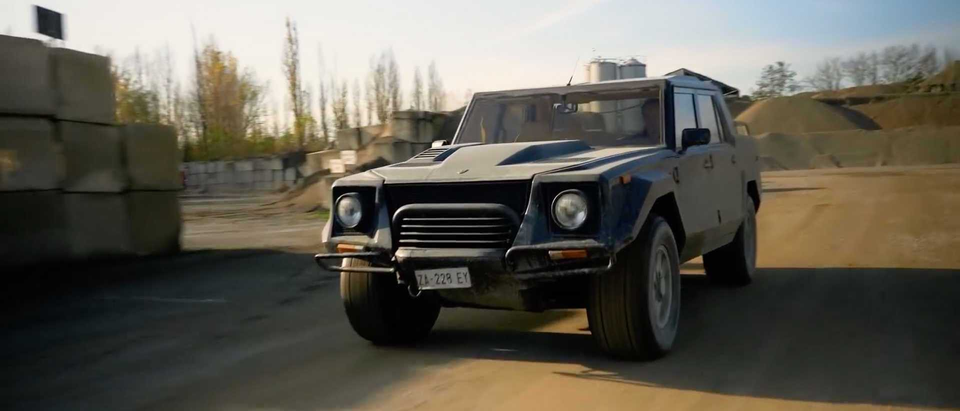 Top Gear Takes The Lamborghini LM002 Out For Fun In The Mud