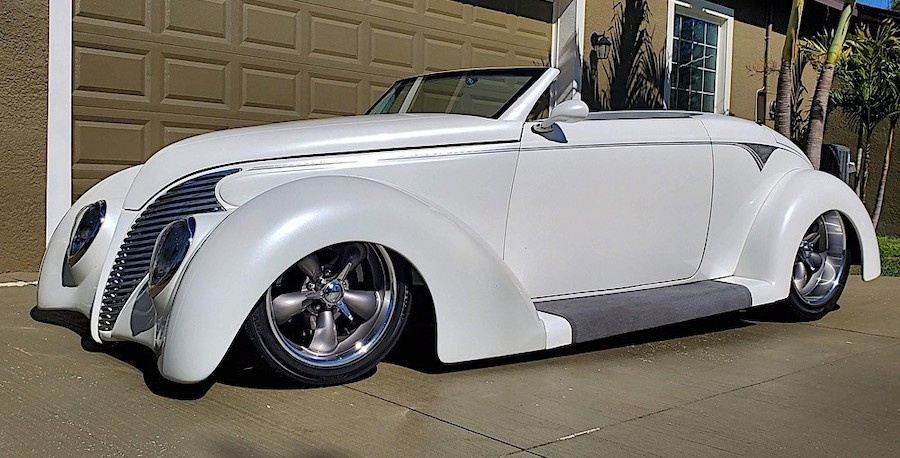 Custom 1933 Ford Roadster Has Staggered Wheels You Can Barely See