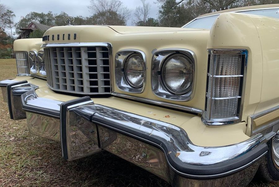 1976 Ford Thunderbird Parked for 31 Years Has Charming Exterior, Divine Interior